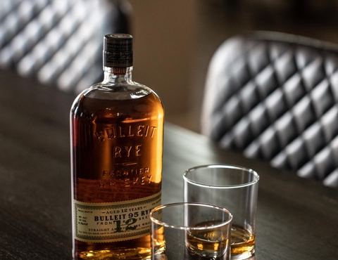 Bulleit 12-yr-old w_glassesS